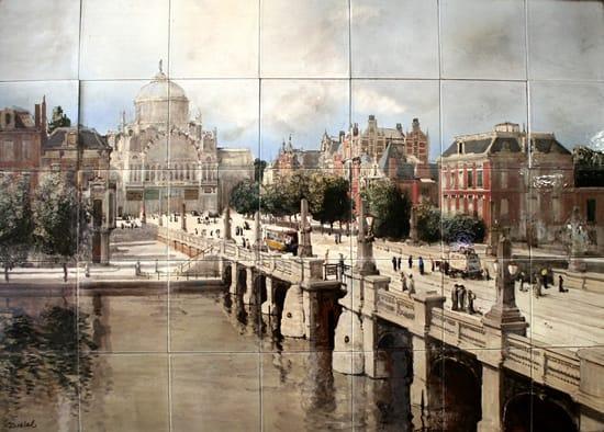 Distel, tegeltableau, Paleis van Volksvlijt en Sarphatibrug, Amsterdam, uitgevoerd door Willem-Jansen, 1915 (coll. Meentwijck)