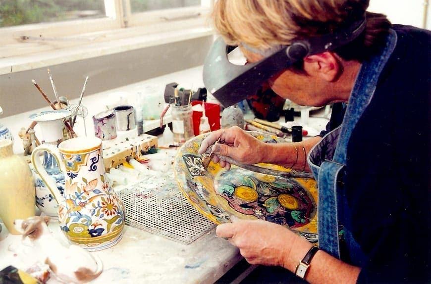 Restauratrice Hanne Friederichs aan het werk (Fotografie: www.dekoppele.nl)