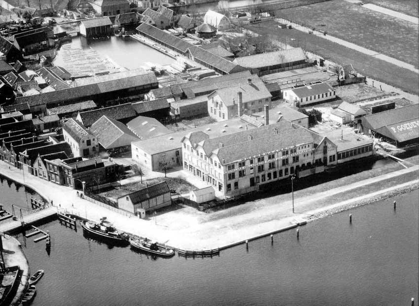 Goedewaagen's fabrieken aan Jaagpad en Nieuwe Gouwe, luchtfoto KLM-Aerocarto, 1932